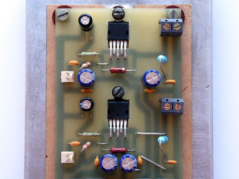 Монтаж микросхем на радиаторе.